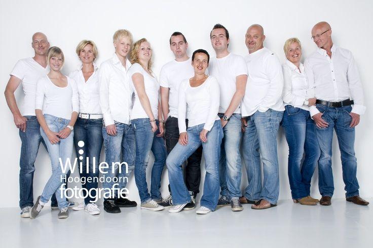 large group photo ideas   Family photography posing pose large group   Family sh