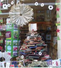 17 Best images about Ideas for bookshop window display on ...