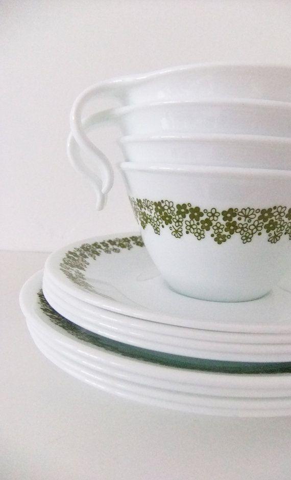 kitchen plates set retro table sets vintage corelle spring blossom avocado, crazy daisy ...