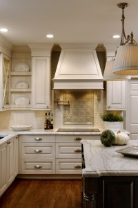 Accent back splash and creamy white cabinets | kitchens ...