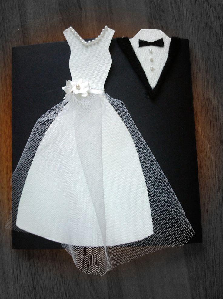 Vestido de la novia hecho en papel tela tul perlitas adhesivas y flores de tela El cuello del