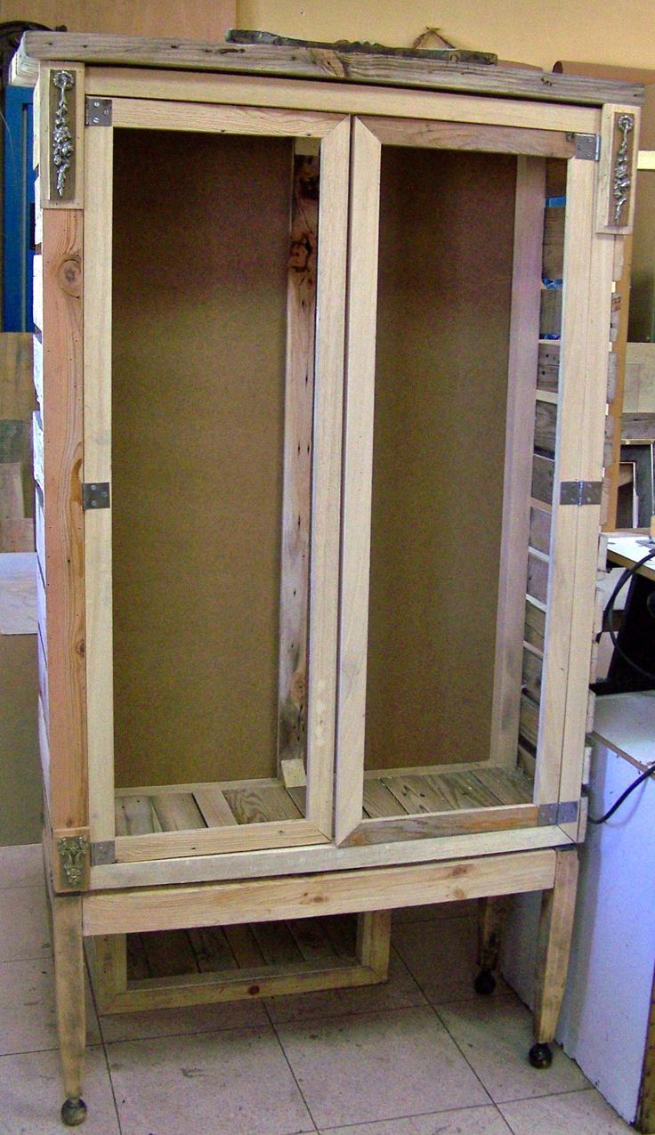 Construccin de muebles realizados con madera reciclada de