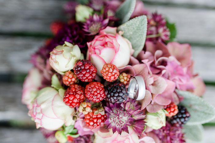 Hochzeit in Beerenfarben  Brautstrauss Hochzeitsstrauss