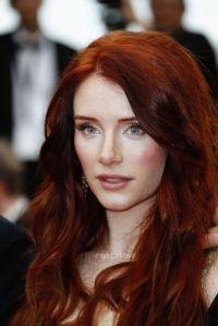 Bryce Dallas Howard has beautiful red hair that ...