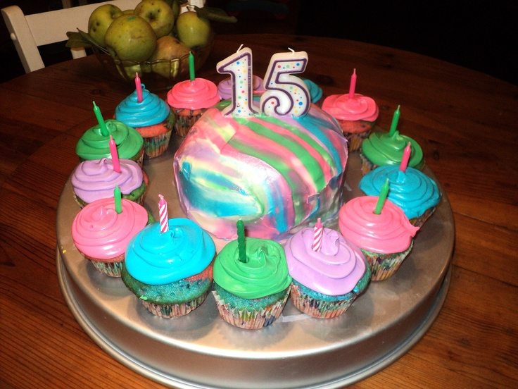 15 Year Old S Birthday Cake With Cupcakes Creations