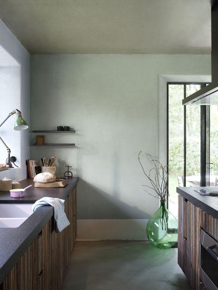 vergrijsd groene muur voor slaapkamer   KLEURINSPIRATIE