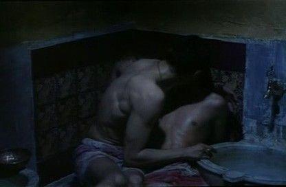 Il bagno turco Alessandro Gassman e Mehmet Gunsur nella sensuale scena del bacio  Film and Tv