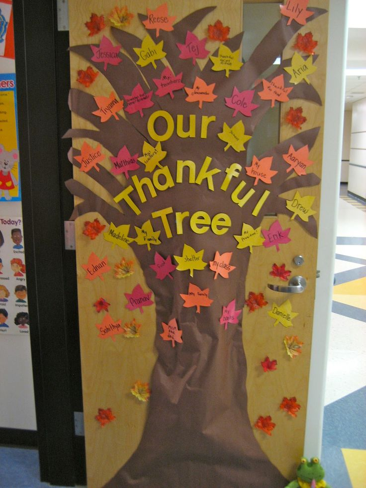 """The Thankful Tree"" : students write down something they"