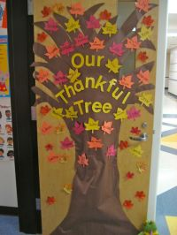 """The Thankful Tree"" : students write down something they ..."