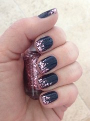 nails navy with pink glitter
