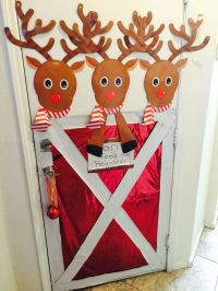 """DIY Chistmas Door decor.. """"DON'T"""" Feed the Reindeer stable ..."""