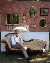 Photo booth wall idea/with sofa- 3 frames for posing ...