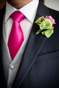 Man wedding suit: hot pink tie. Boutonniere: green ...