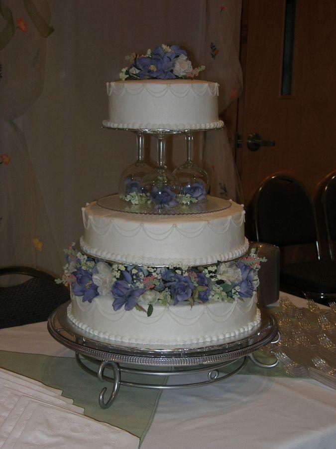 17 Best images about Wedding Cake Ideas on Pinterest  Champagne glasses wedding Fresh rose