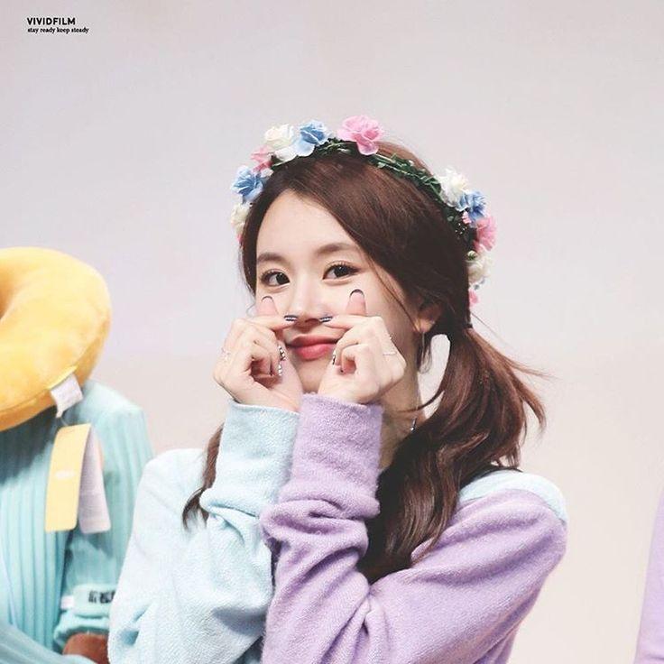 Dahyun Twice Beautiful Girl Wallpaper Chaeyoung Twice Pinterest Kpop Kpop Girls And Idol