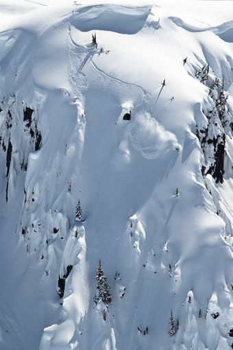 First tracks – Romaine de Marchi    #snowboarding