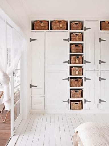 lots & lots of lovely storage...