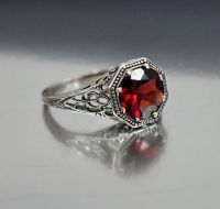 The most beautiful wedding rings: Garnet wedding rings