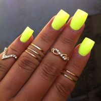 I never thought I would like yellow nails but on tan skin ...