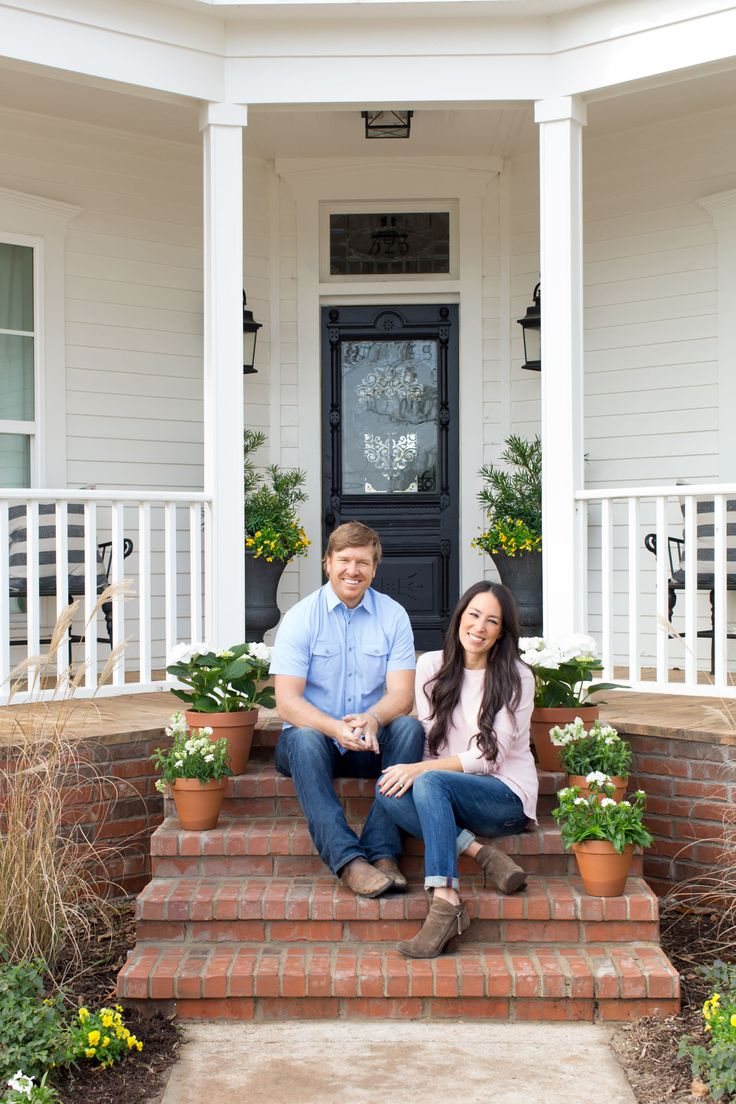 Take A Tour Of Chip And Joanna Gaines Magnolia House BampB