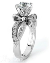 Engagement ring with a bow?!?!? omg dying!!! PERFECT ...