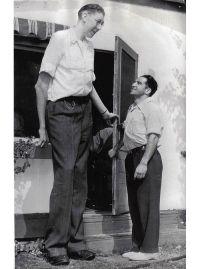 Cecil Boling - 7 feet 8.5 inches (235 cm) | Walking Tall ...