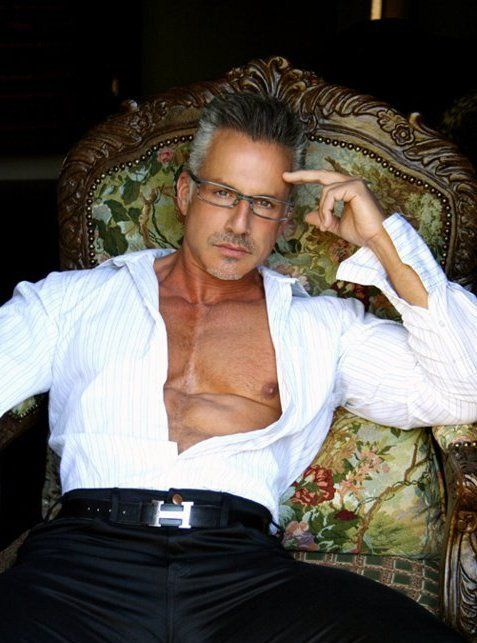 OH  I would love to have that   chair  Nice on