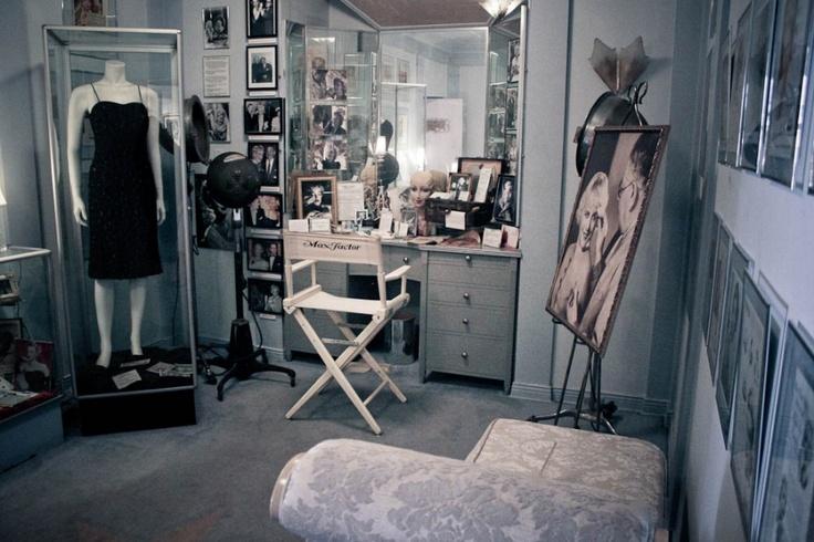 marilyn monroe dressing room  Marilyn Costumes