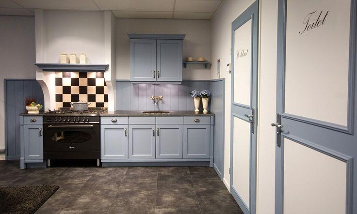 Landelijke keuken In sfeervolle zachtblauwe kleur  DB