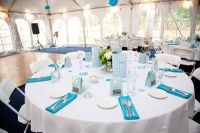 table-setting-white-table-clothes-with-blue-napkins ...