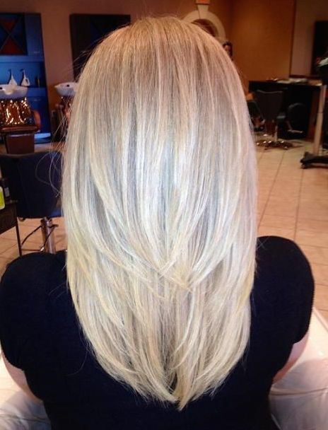 Her Medium Length Cut With V Layers Is Super Flattering Style
