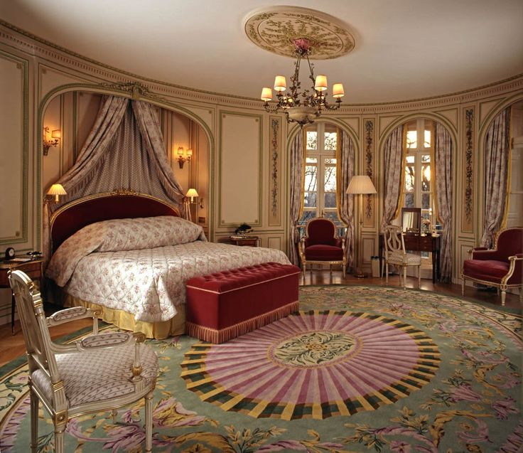 Buckingham Palace Bedrooms  The Royal Suite Bedroom Interior Design of The Ritz London