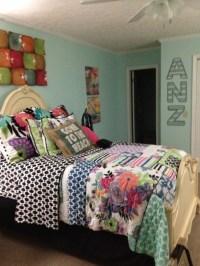 Tween bedroom .... Surfer girl ... Bedding from Pottery ...