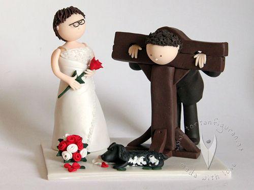 Mittelalter Pranger Brautpaar Hochzeitstortenfigur von www