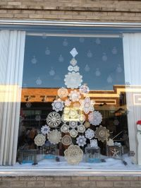 25+ best ideas about Christmas Window Display on Pinterest
