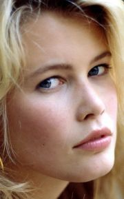 claudia schiffer born 25 august