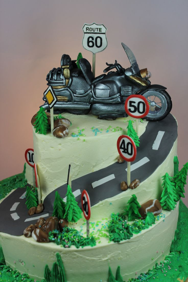 2 Tier Birthday Cake with Goldwing Bike Topper  2 stckige Geburtstagstorte mit Goldwing