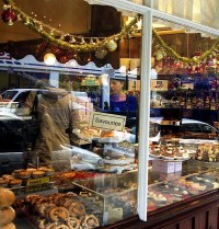 bakery window display | Bakery inspiration | Pinterest ...