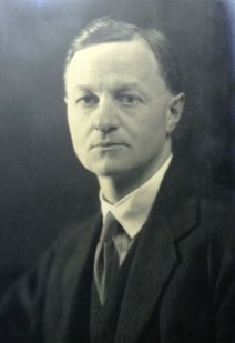 Arthur E. Powell (1882-1969), american theosophist.