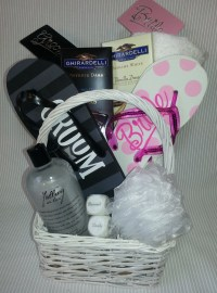 Best 20+ Honeymoon gift baskets ideas on Pinterest ...