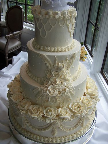 Vintage Wedding Cake With Buttercream Roses I Think The