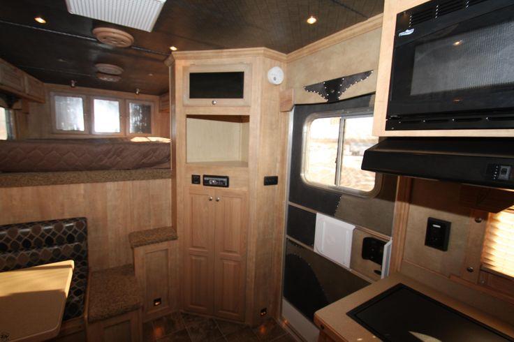 Weekender Horse Trailer Interiors Ideas  2012_Featherlite_Trailers_125Living_Quarter_Horse