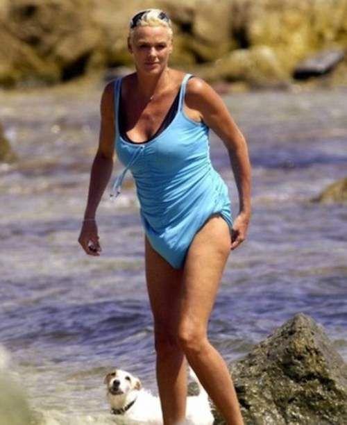 12-outrageous, celebrity, bikinis: