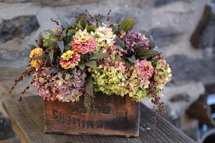 Love These Fall Hydrangea And Zinnia Wedding Flowers