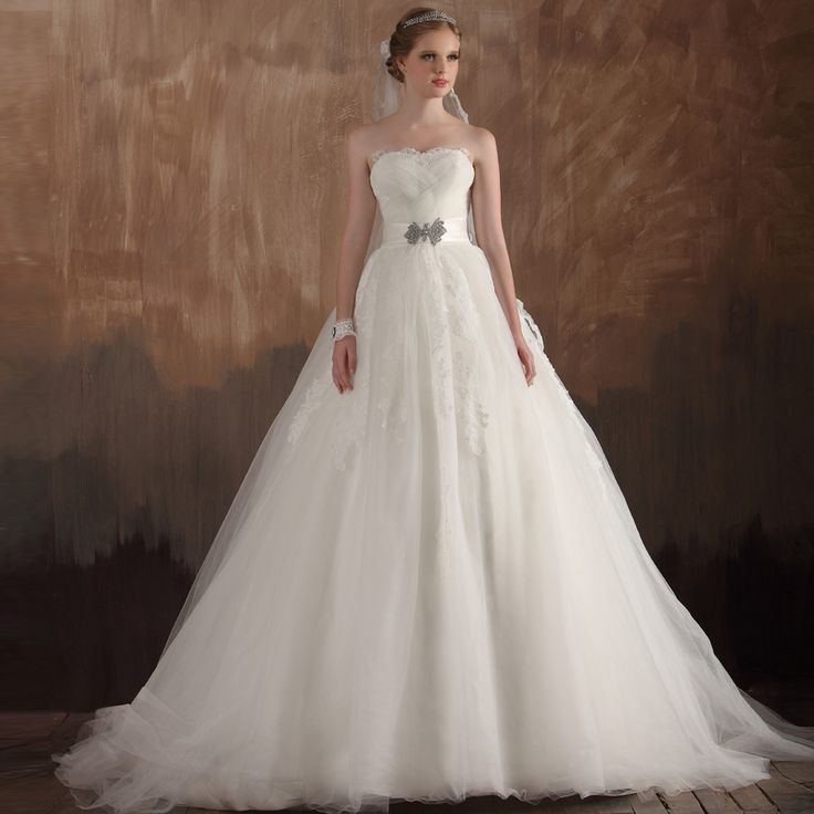 Strapless Ball Gown charming bridal gown. Dont like strapless but its so beautif