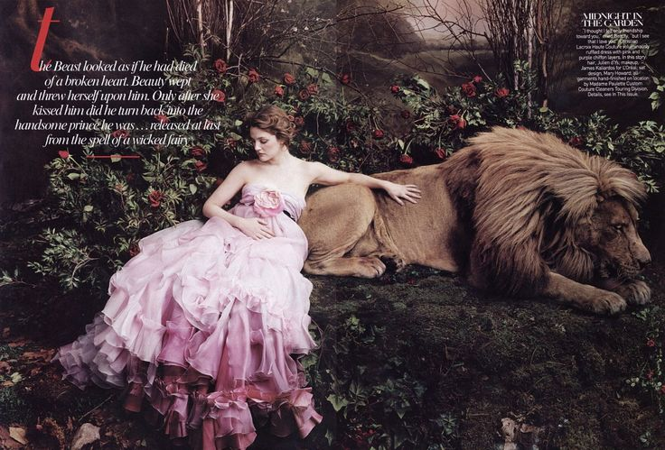 Beauty and the Beast  © Annie Leibovitz