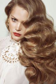 1920s hair makeup and dress