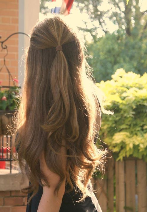 Lovely long half up half down hair style perfect for Dates day or night DateNightStyle