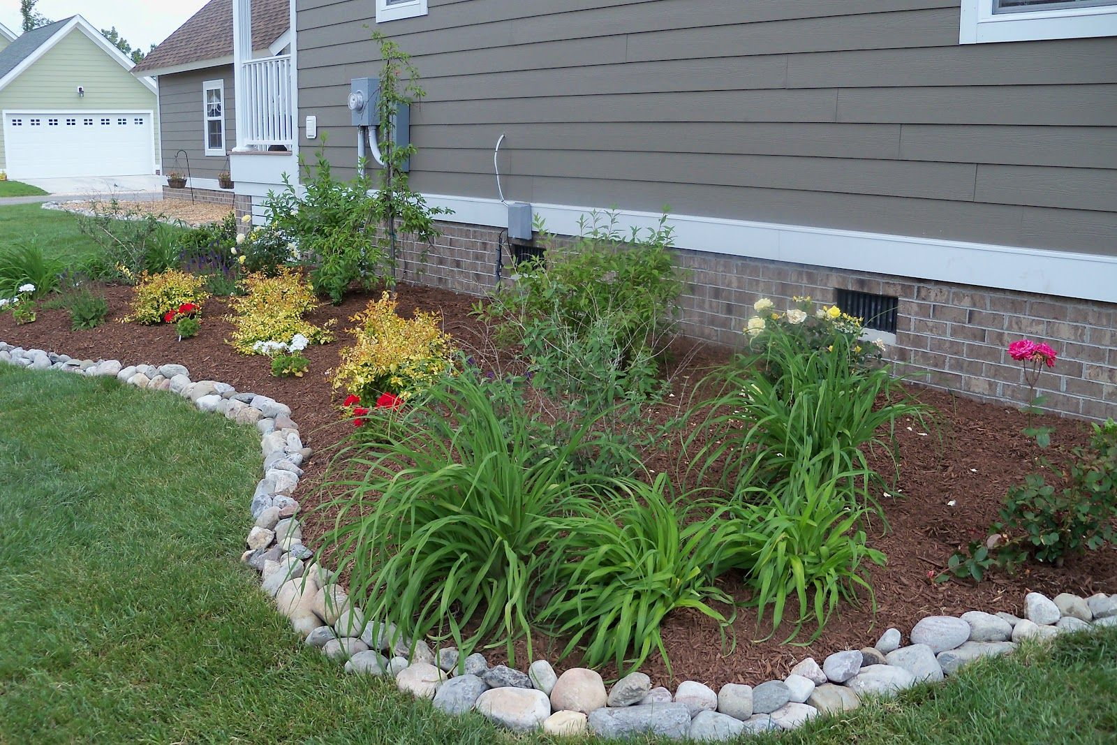 Landscaping Stones Mix And Match Stone Shapes And Colors For A