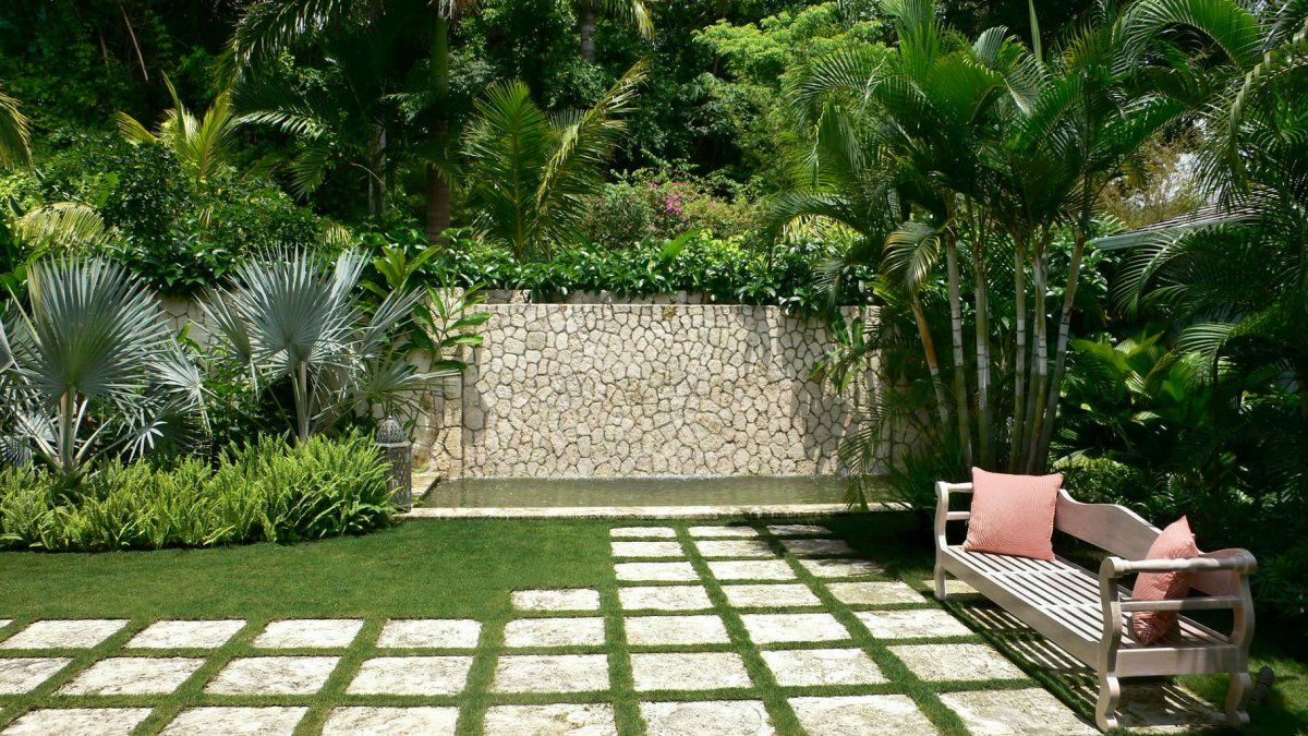 Lovely Small Tropical Garden With Slate Paving & Stepping Stones